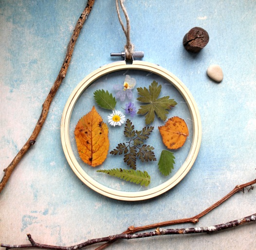 Natural pressed flowers and leaves hoop - home decor -available in my store https://www.etsy.com/de/listing/640693146/gepresste-natur-blatter-und-blumen-im?ref=shop_home_active_9